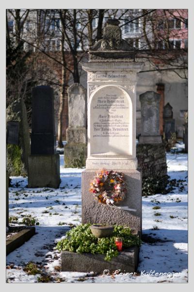 Grab der Familie Helmschrott auf dem Alten Südfriedhof München (Januar 2021)