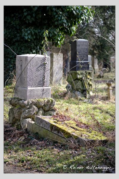 Grab der Familien Fischer · Queroy auf dem Alten Südfriedhof München (Februar 2021)