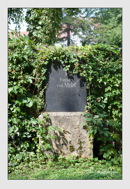 Grab der Familie Melzl auf dem Alten Südfriedhof München (August 2011)