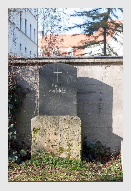 Grab der Familie Melzl auf dem Alten Südfriedhof München (November 2011)