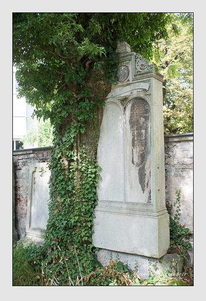 Grab der Familie Setterl auf dem Alten Südfriedhof München (August 2012)