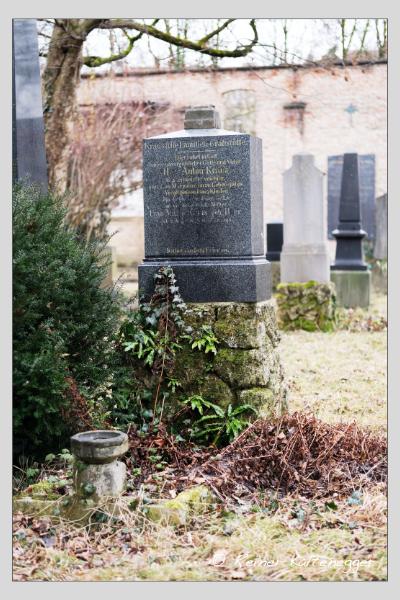 Grab der Familie Kraus auf dem Alten Südfriedhof München (Februar 2021)