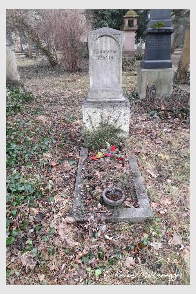 Grab der Familie Brandl auf dem Alten Südfriedhof München (Februar 2021)