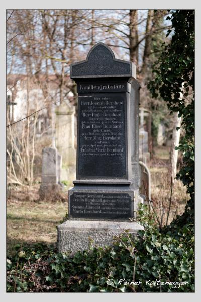 Grab der Familien Albrecht · Bernhard auf dem Alten Südfriedhof München (Februar 2021)