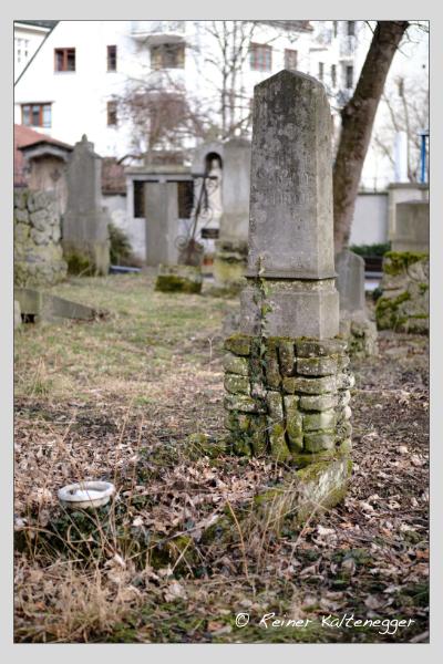 Grab der Familien Schmidt · Sommer auf dem Alten Südfriedhof München (Februar 2021)