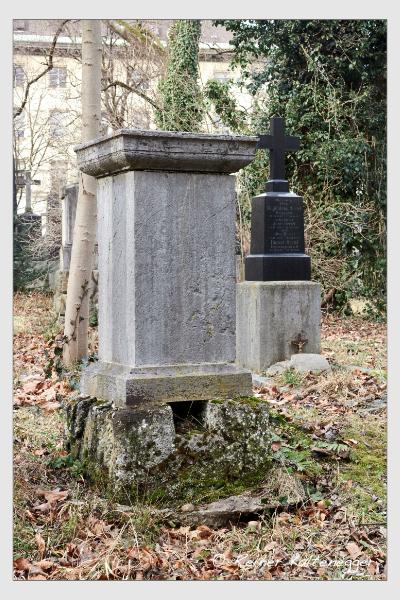 Grab der Familien Ducrue · Welker auf dem Alten Südfriedhof München (Februar 2020)