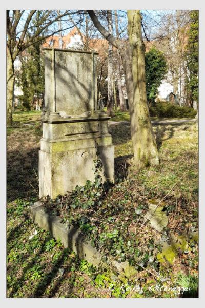 Grab der Familie Böck auf dem Alten Südfriedhof München (März 2021)