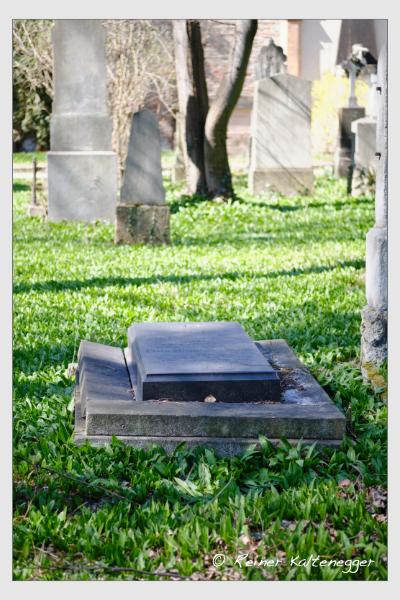 Grab der Familie Laur auf dem Alten Südfriedhof München (März 2021)