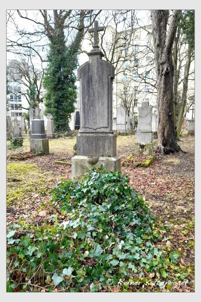 Grab der Familie Vogl auf dem Alten Südfriedhof München (März 2021)