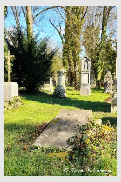 Grab der Familien Baur · Schwarz auf dem Alten Südfriedhof München (April 2021)